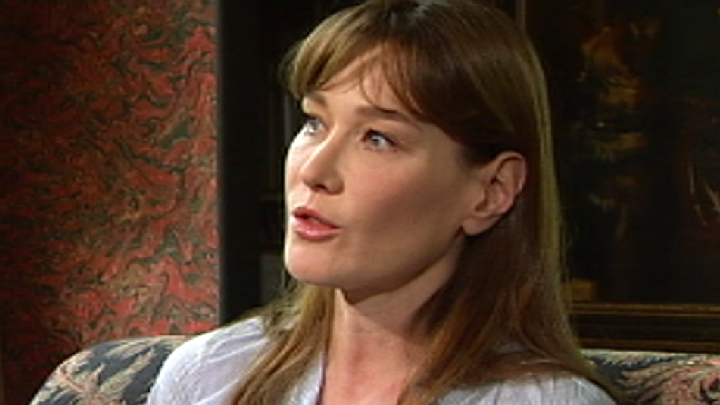 56a0d79887 Carla Bruni on Sarkozy, singing and surgery – Channel 4 News