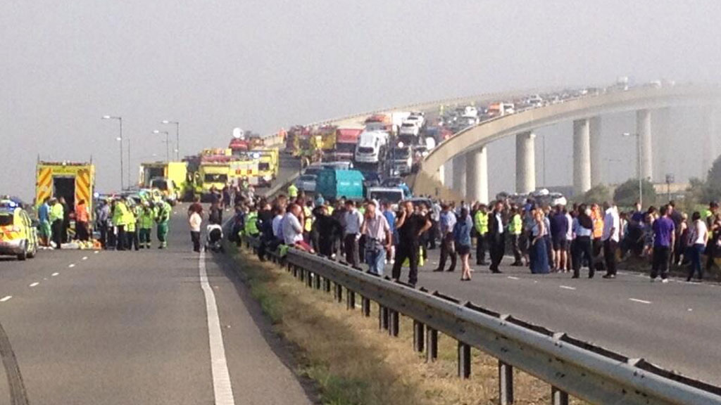 Motorway pile-up in Kent leaves dozens hurt – Channel 4 News