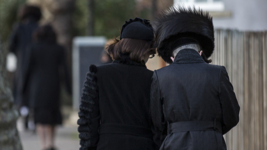 Women in 'marginal' Jewish sect told not to drive – Channel 4 News
