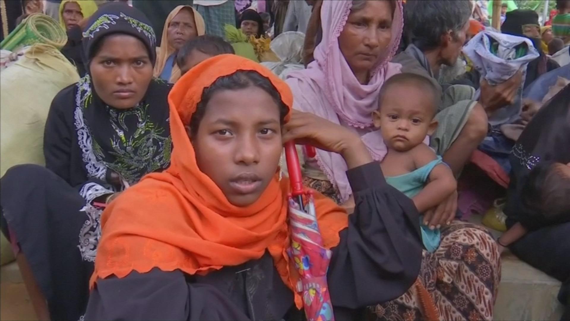 At least 18,000 Rohingya flee to Bangladesh from Myanmar
