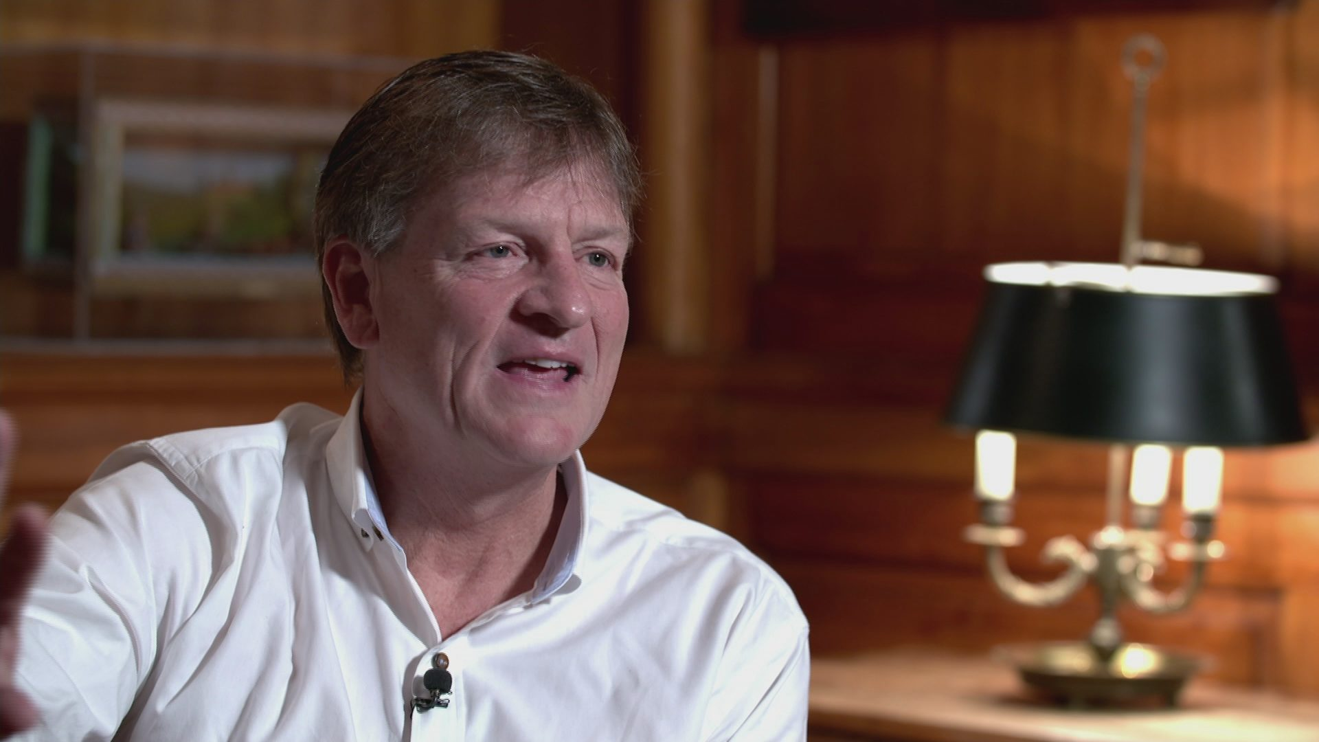 Moneyball author Michael Lewis talks Trump – Channel 4 News