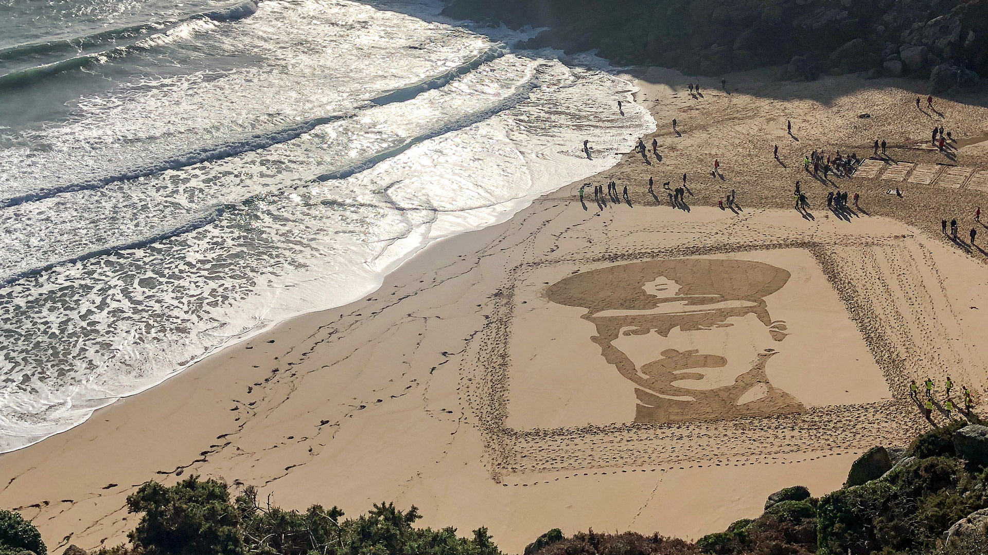 portraits in the sand artwork honours the fallen on britain s