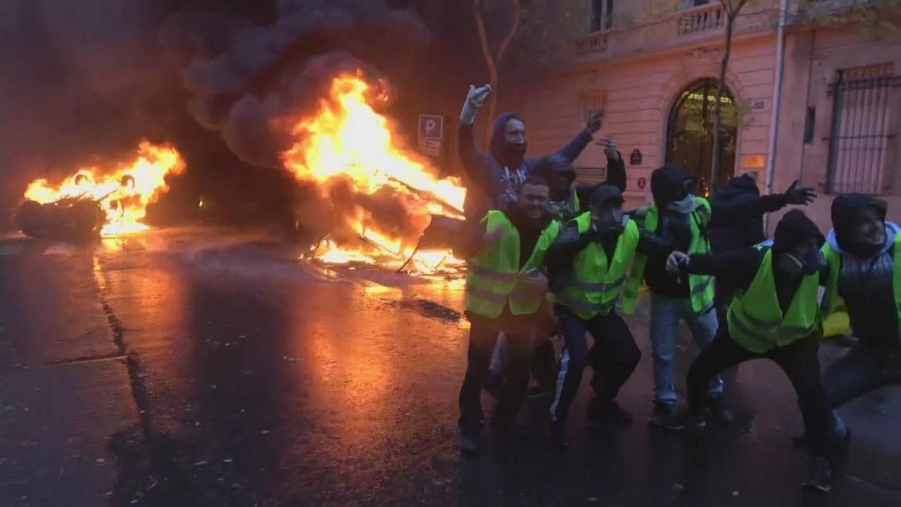 Paris Riots At Least 80 Injured As Police Clash With