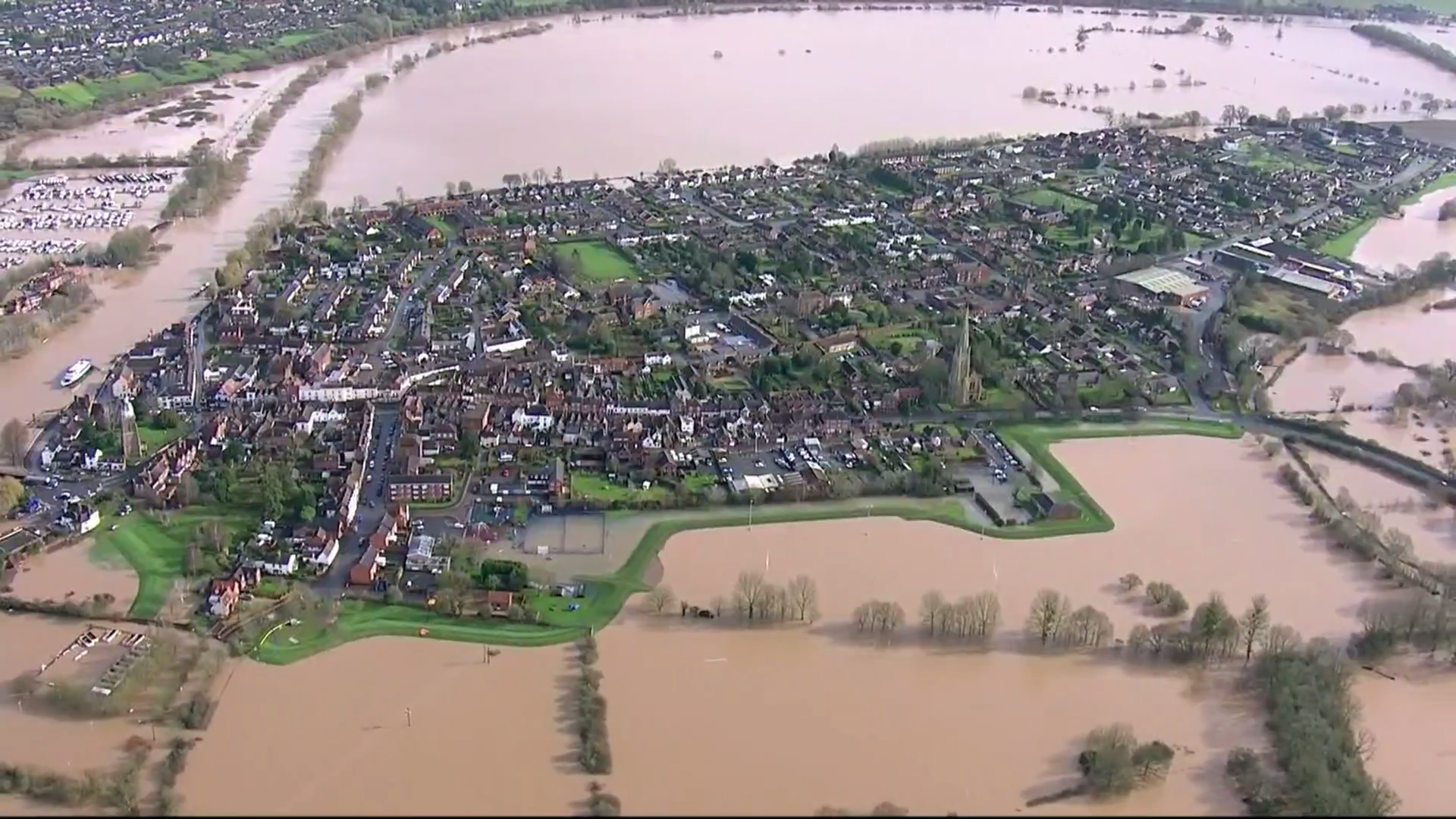 Residents evacuated as river levels rise - channel 4