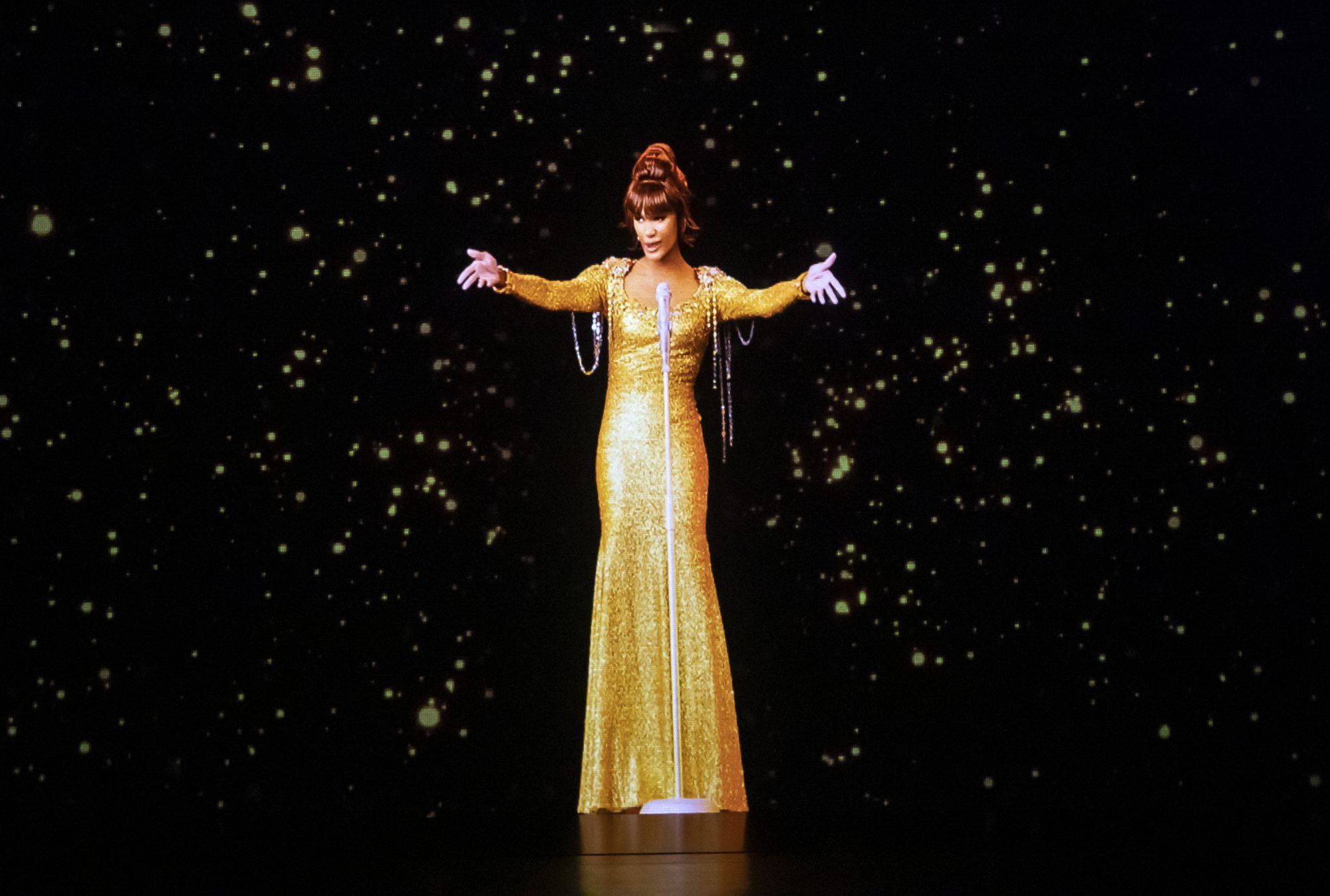Whitney Houston hologram takes centre stage in UK tour – Channel 4 News