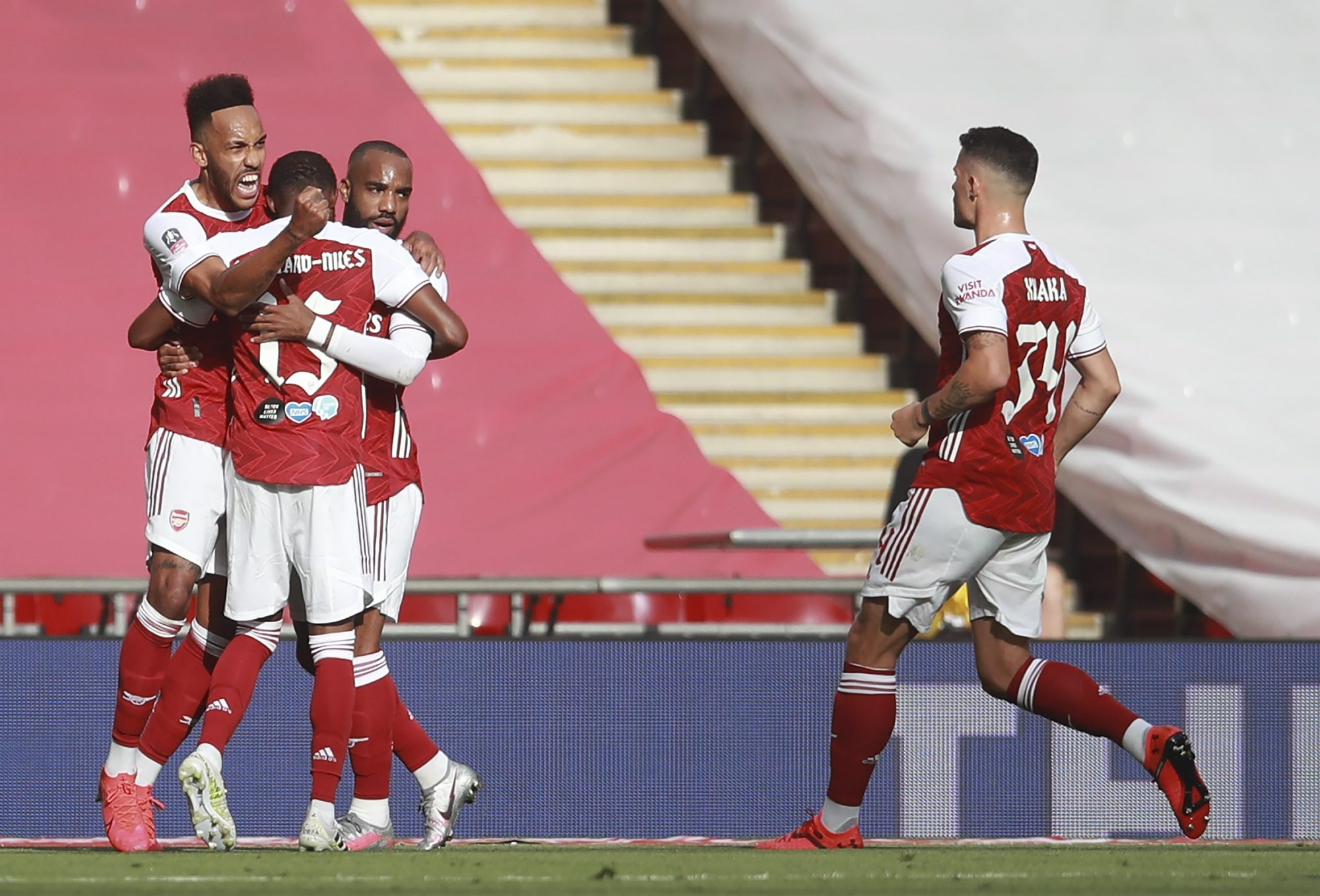 FA Cup final: Arsenal beats Chelsea 2-1