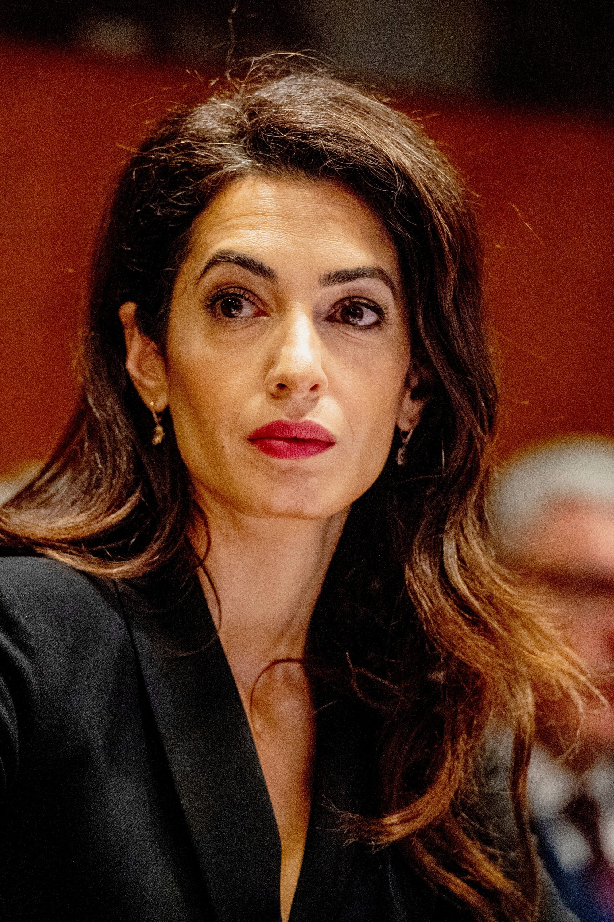 Amal Clooney resigns as UK envoy over Brexit bill - channel 4