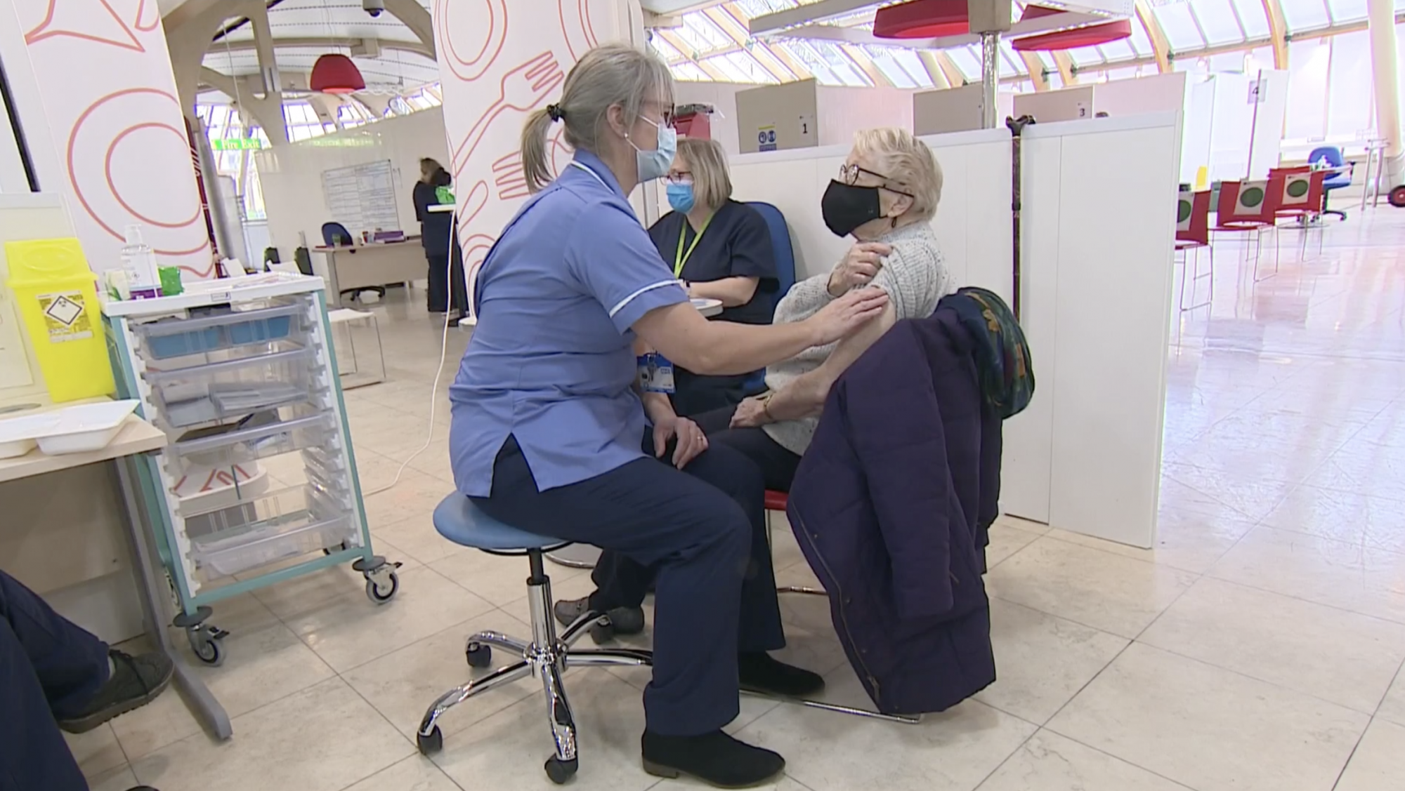 Over-70s and clinically extremely vulnerable offered Covid jabs in England - channel 4