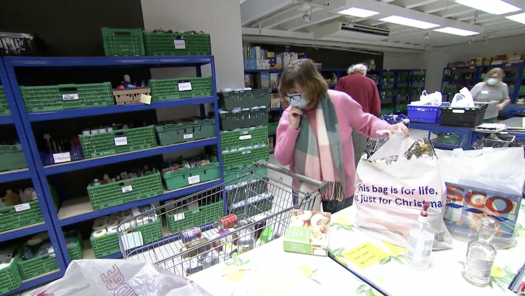 MPs vote to extend universal credit increase