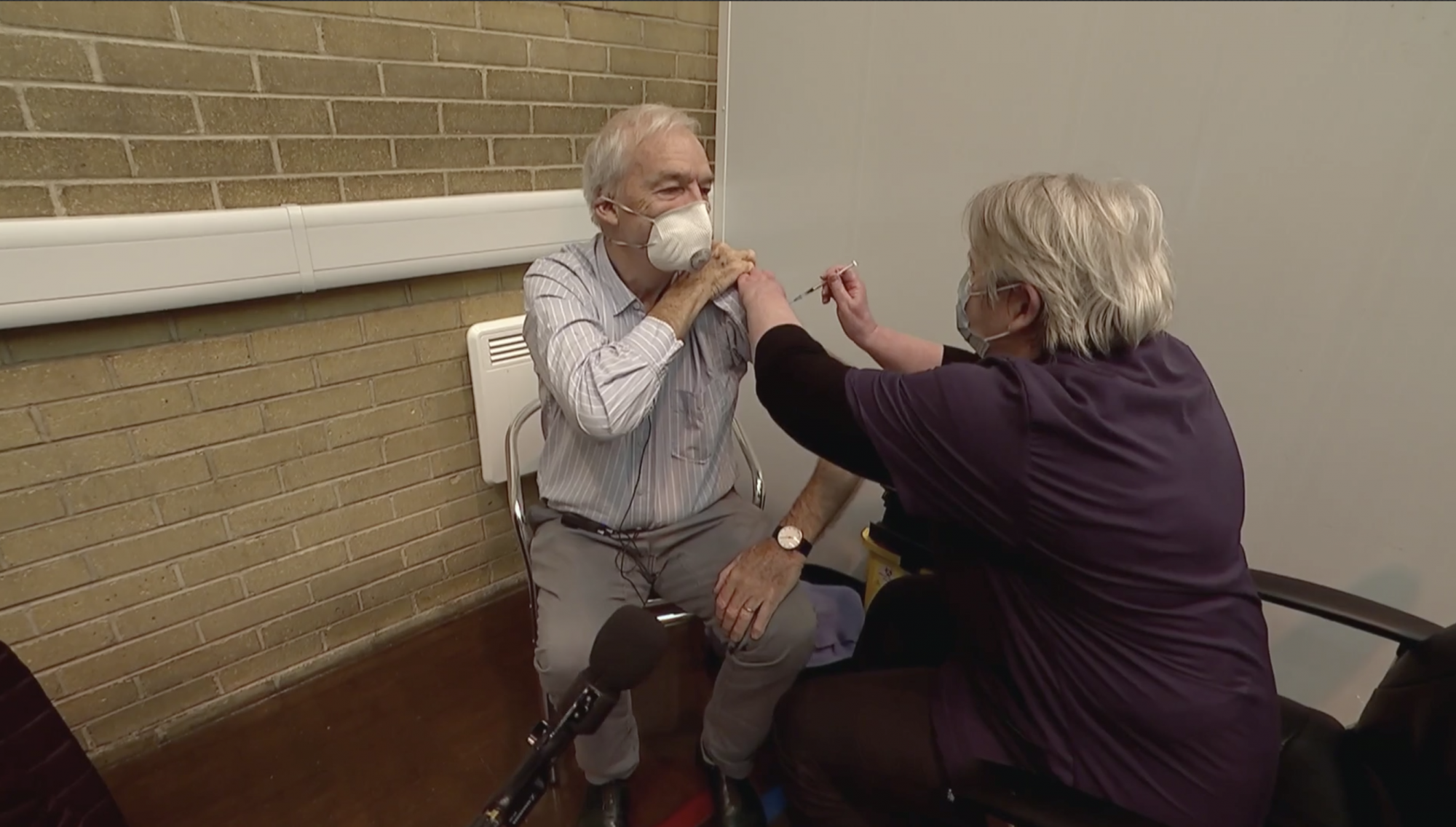 Channel 4 News' Jon Snow has Covid vaccine - channel 4
