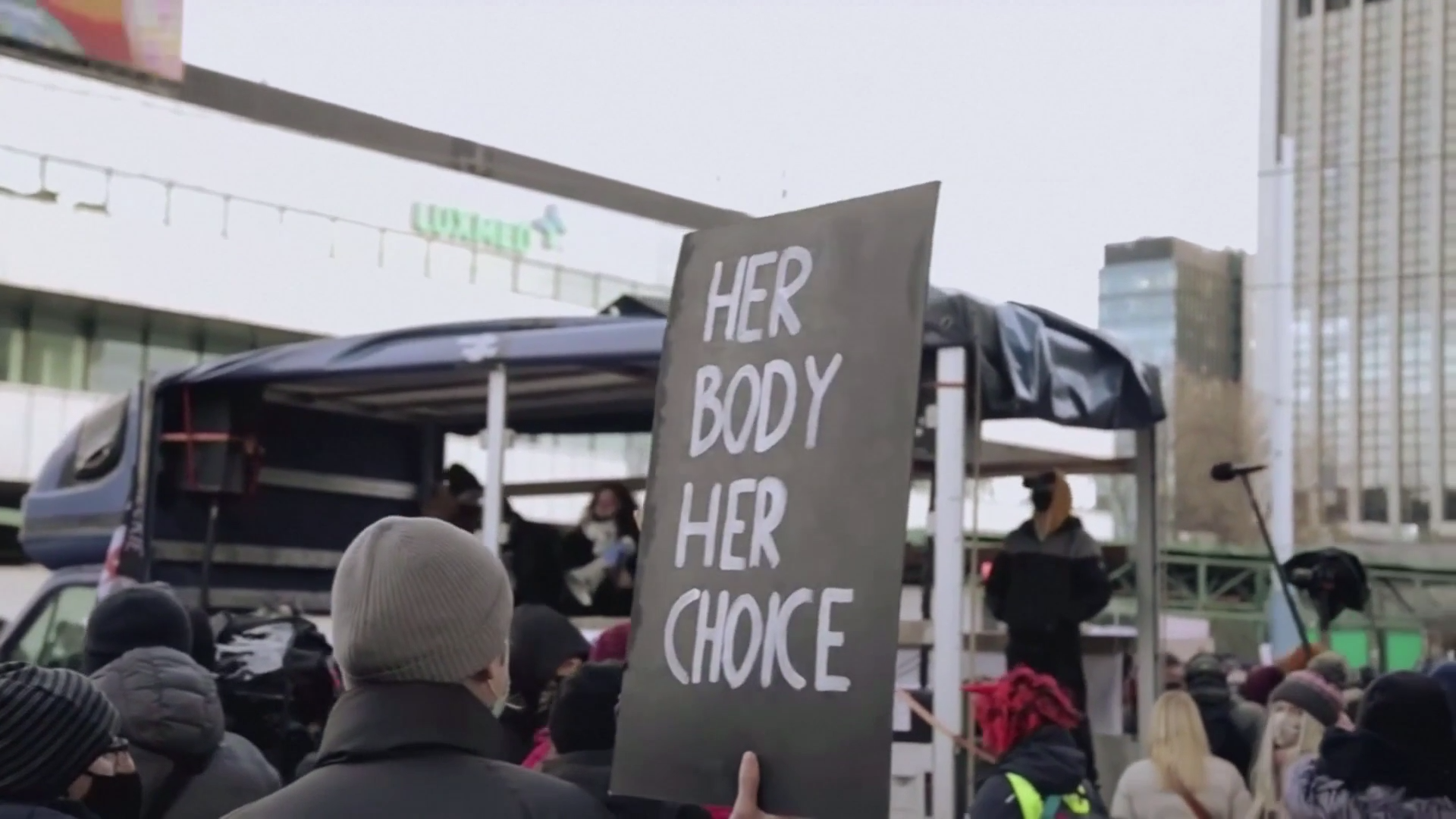 Protests in Poland over near-total abortion ban - channel 4