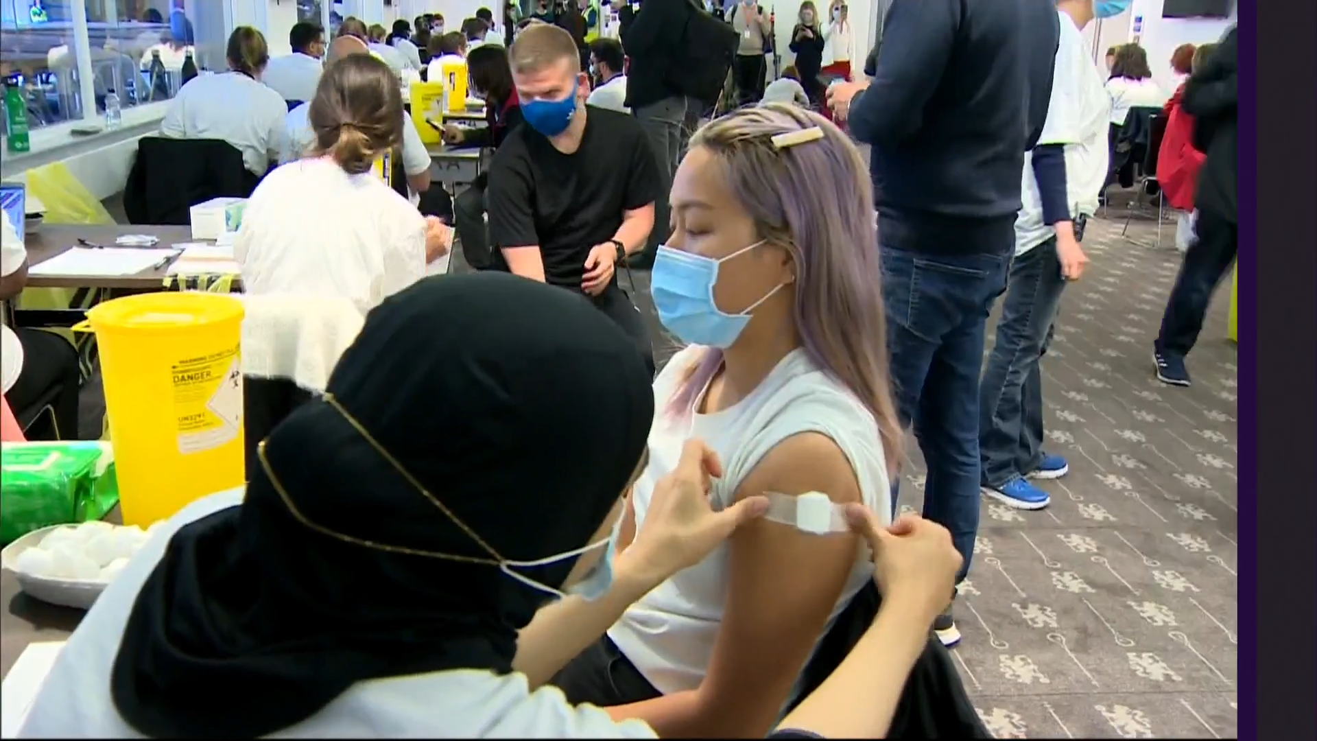 Over-18s in England asked to get Covid jab as mass vaccination events set up across London - channel 4