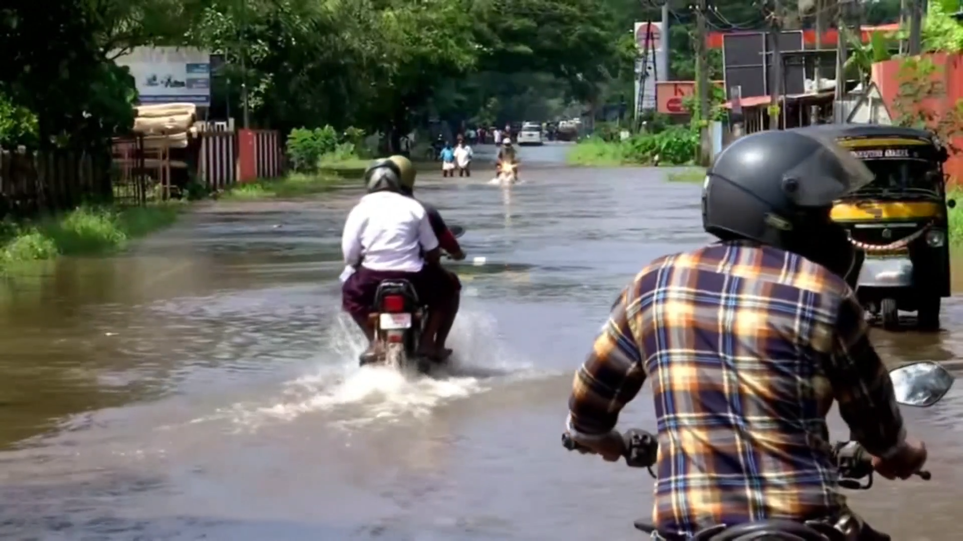 Kerala floods: Clear up continues after flash floods and landslides in southern India - channel 4