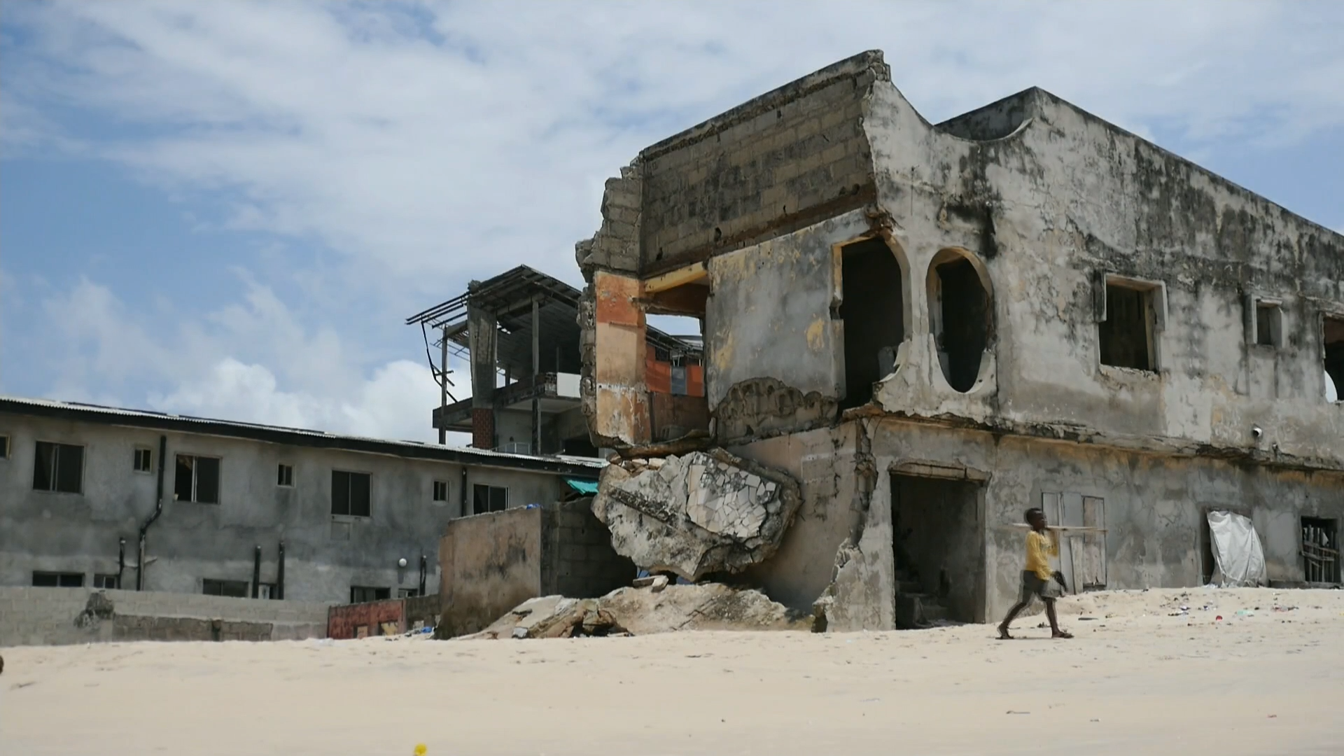 Coastal erosion in Nigeria leaves communities fearing their homes will disappear - channel 4